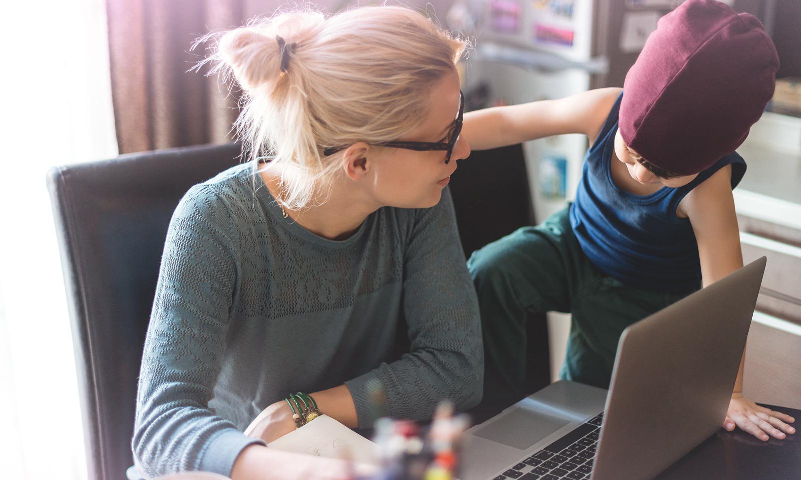 Le travail, les écrans et la famille: trouver notre équilibre
