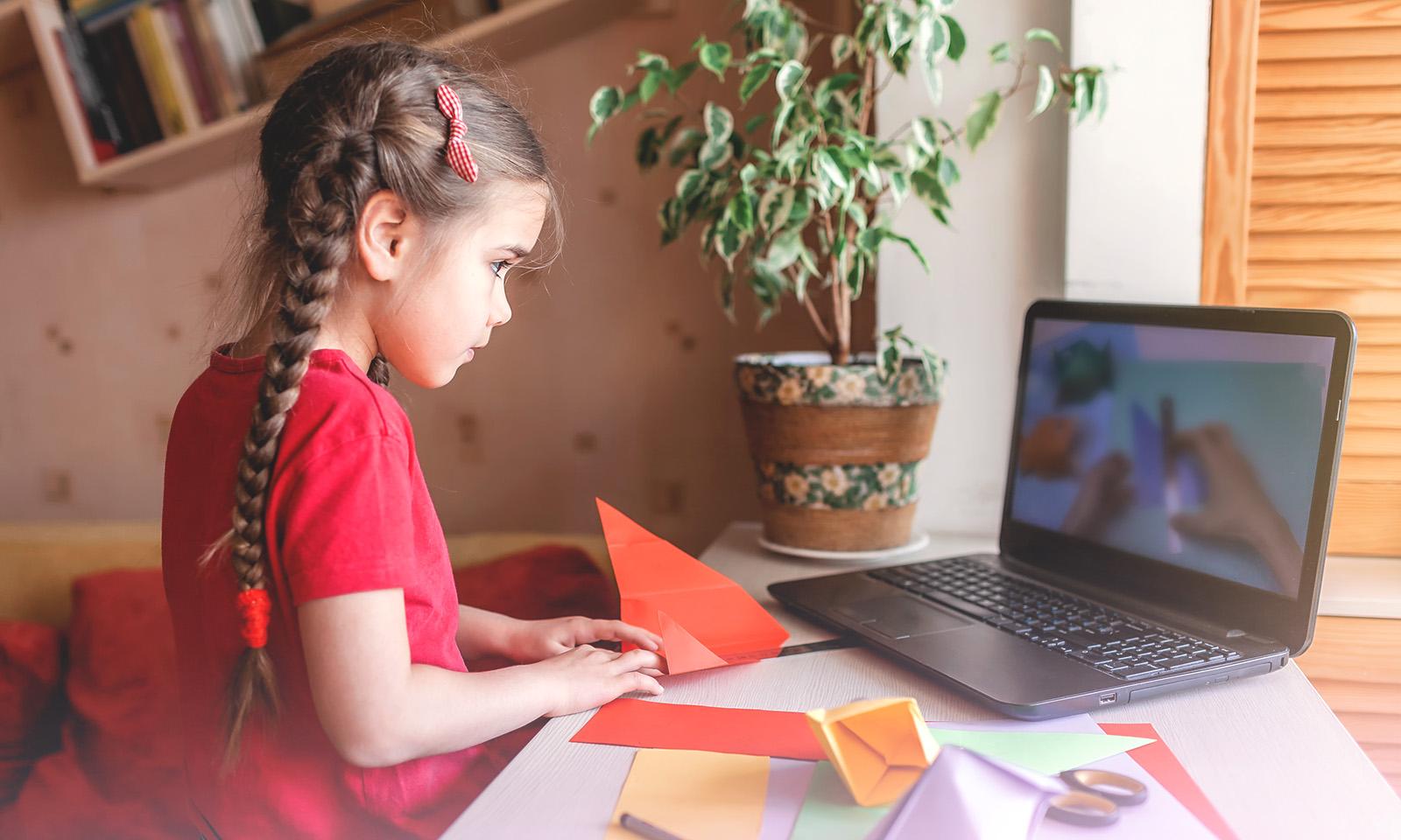 Écrans et enfants: quoi prioriser selon l'âge